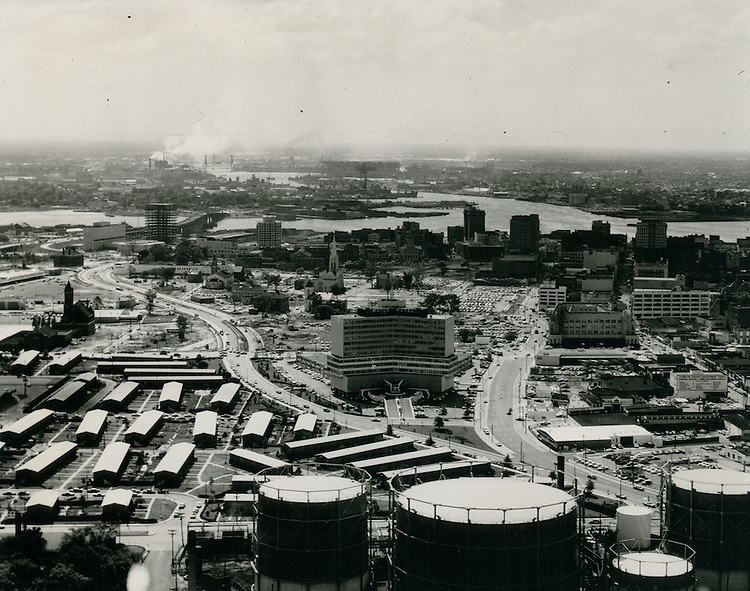 1963 October 13..Redevelopment.Downtown North (R-8)..View looking South at downtown Norfolk..VU Photos.NEG# 112.NRHA# 1038..