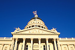 California: Sacramento. State Capitol Building..Photo copyright Lee Foster, 510/549-2202, lee@fostertravel.com, www.fostertravel.com..Photo #: casacr101