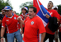 CHICAGO - UNITED STATES, 22-06-2016: Hinchas de Chile animan a su equipo previo al partido de la semifinal entre Colombia (COL) y Chile (CHI)  por la Copa América Centenario USA 2016 jugado en el estadio Soldier Field  en Chicago , Illinois , USA. /  Fans of Chile cheer their team prior the match of semifinal between Colombia (COL) and Chile (CHI) for the semifinal of the Copa América Centenario USA 2016 played at Soldier Field  stadium in Chicago, Illinois  ,USA. Photo: VizzorImage/ Luis Alvarez /Str