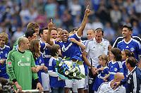 FUSSBALL   1. BUNDESLIGA   SAISON 2011/2012   33. SPIELTAG FC Schalke 04 - Hertha BSC Berlin                         28.04.2012 Jefferson Farfan (FC Schalke 04) jubelt nach der Bekanntgabe seiner Vetragsverlaengerung