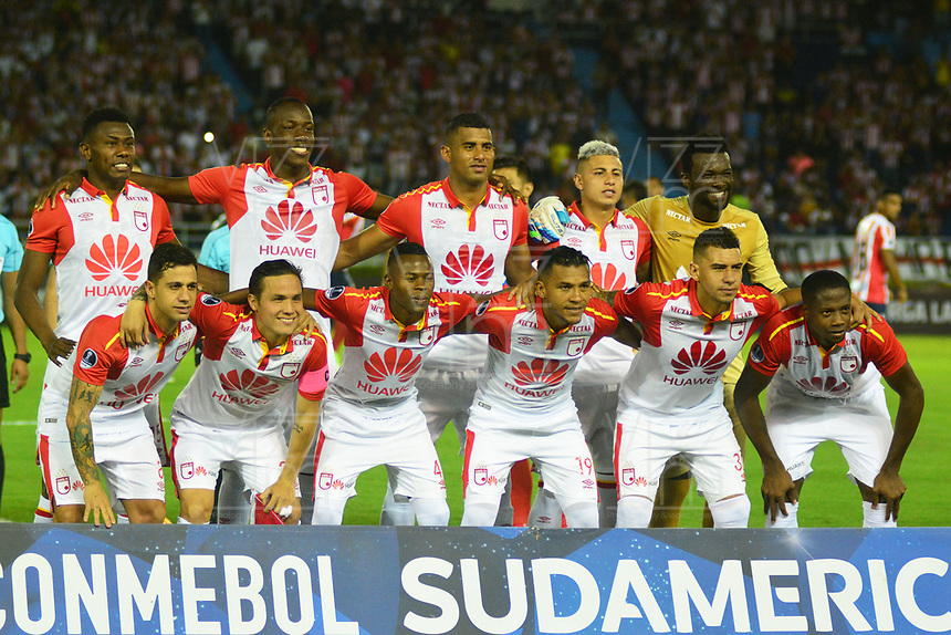BARRANQUIILLA - COLOMBIA, 29-11-2018:Jugadores de Santa Fe posan para una foto previo al encuentro entre Atlético Junior de Colombia e Independiente Santa Fe de Colombia por la semifinal, vuelta, de la Copa CONMEBOL Sudamericana 2018 jugado en el estadio Roberto Meléndez de la ciudad de Barranquilla. / Players of Santa Fe pose to a photo prior a semifinal second leg match between Atletico Junior of Colombia and Independiente Santa Fe of Colombia as a part of Copa CONMEBOL Sudamericana 2018 played at Roberto Melendez stadium in Barranquilla city Atletico Junior de Colombia e Independiente Santa Fe de Colombia en partido por la semifinal, vuelta, de la Copa CONMEBOL Sudamericana 2018 jugado en el estadio Roberto Meléndez de la ciudad de Barranquilla. / Atletico Junior of Colombia and Independiente Santa Fe of Colombia in Semifinal second leg match as a part of Copa CONMEBOL Sudamericana 2018 played at Roberto Melendez stadium in Barranquilla city.  Photo: VizzorImage/ Alfonso Cervantes / Cont