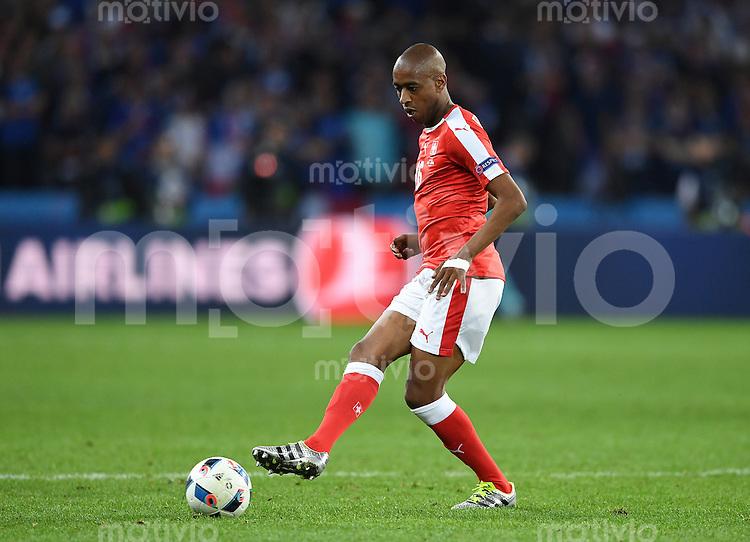 FUSSBALL EURO 2016 GRUPPE A IN LILLE Schweiz - Frankreich     19.06.2016 Gelson Fernandes (Schweiz) am Ball