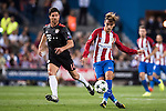 Antoine Griezmann of Atletico Madrid fights for the ball Xabi Alonso of FC Bayern Munich during their 2016-17 UEFA Champions League match between Atletico Madrid vs FC Bayern Munich at the Vicente Calderon Stadium on 28 September 2016 in Madrid, Spain. Photo by Diego Gonzalez Souto / Power Sport Images
