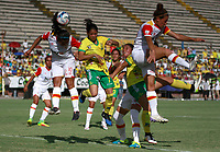 NEIVA, COLOMBIA, 19-06-2017: Karla Torres (Der) del Atlético Huila disputa el balón con Leicy Santos (Izq) del Independiente Santa Fe durante partido de ida por la final de la Liga Femenina Águila 2017 jugado en el estadio Guillermo Plazas Alcid de la ciudad de Neiva. / Karla Torres (R) player of Atletico Huila fights for the ball with Leicy Santos (L) player of Independiente Santa Fe during first leg match for the final of the Aguila Women League 2017 played at Guillermo Plazas Alcid in Neiva city. VizzorImage / Sergio Reyes / Cont