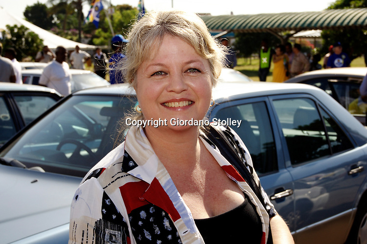 DURBAN - 27 March 2007 - Dianne Kohler Barnard, the Democratic Alliance's crime spokeswoman joins the campaigning at the Raj Mahal shopping centre in Durban's Merebank suburb where a municipal by-election for the eThekwini municipality's Ward 68 is set to take place..Picture: Giordano Stolley/Allied Picture Press