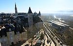 20080110 - France - Aquitaine - Pau<br /> VUES DEPUIS LE CHATEAU DE PAU SUR LA VILLE, LE GAVE ET LES PYRENEES.<br /> Ref : PAU_051.jpg - © Philippe Noisette.