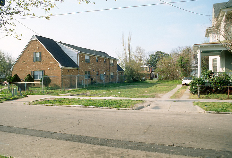 1993 April 01..Conservation.Park Place..HABITAT FOR HUMANITY HOMES.CLEARED LOT.309 WEST 29TH STREET...NEG#.NRHA#..