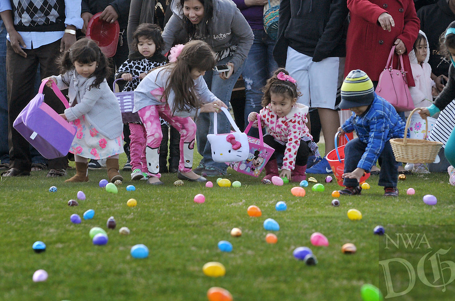 NWA Democrat-Gazette/BEN GOFF @NWABENGOFF<br /> Children scramble for eggs on Saturday March 19, 2016 during Rogers Mayor Greg Hines' annual Easter Egg Hunt at Veterans Park in Rogers.