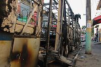 SÃO PAULO,27.05.2015 - CRIME-SP - Um ônibus foi incendiado na noite desta terça-feira (26) por volta das 21:00hs na Av.Cantídio Sampaio no bairro da Brasilândia região norte de São Paulo. Segundo informações preliminares os criminosos pediram para os passageiros descerem do coletivo e atearam fogo.Ninguém se feriu.(Foto : Marcio Ribeiro / Brazil Photo Press)