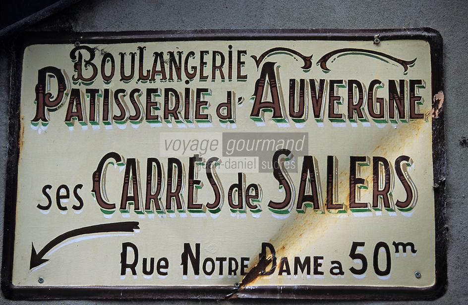 """Europe/France/Auvergne/15/Cantal/Salers: Détail panneau d'une boulangerie-pâtisserie d'Auvergne présentant les """"Carrés de Salers"""""""