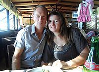 Licola ( giugliano di Napoli )<br /> Un uomo  ha ucciso la moglie e la figlia di 4 anni a colpi d'ascia <br /> nella foto Volodymir Havrylyuk con la moglie Marina<br /> foto da facebook