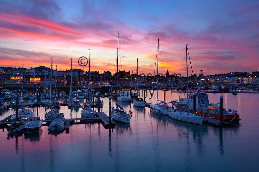 Grossbritannien, England, Kent, Ramsgate: Sonnenuntergang ueber dem Hafen | Great Britain, England, Kent, Ramsgate: The harbour at sunset