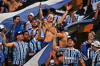 SÃO PAULO,SP,01 SETEMBRO 2012 - CAMPEONATO BRASILEIRO - PALMEIRAS x GREMIO -Torcedores   do Gremio  antes da partida Palmeiras x Gremio válido pela 21º rodada do Campeonato Brasileiro no Estádio Paulo Machado de Carvalho (Pacaembu), na região oeste da capital paulista na tarde deste sabado (01). (FOTO: ALE VIANNA -BRAZIL PHOTO PRESS)