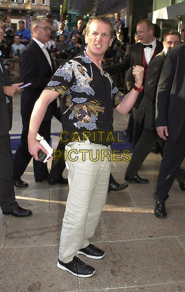 "FRANK SKINNER.""Pearl Harbor"" film premiere at Odeon cinema, Leicester Square, London, May 30th 2001..full length pose gesture funny.Ref: PL.www.capitalpictures.com.sales@capitalpictures.com.©Capital Pictures."