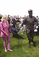 PAYNE STEWART HONOURED IN IRELAND 12-7-00<br /> <br /> &copy; Don MacMonagle, Killarney Ireland 353+87+2563610<br /> <br /> Tracey Stewart unveils a statue to her late husband Payne at Waterville Golf Club , Ireland on Wednesday . Payne was honorary captain at the club.<br /> Picture by Don MacMonagle