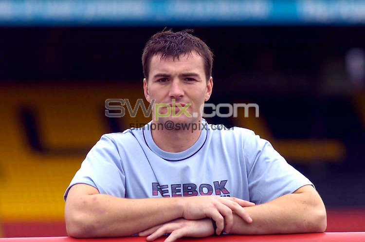 Pix: Ben Duffy/SWpix.com . Rugby League. Bradford Bulls new sigining Iestyn Harris, pictured at Odsal. 08/07 2004..COPYRIGHT PICTURE>>SIMON WILKINSON>>01943 608782>>..Iestyn Harris, pictured at Odsal
