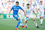 Mauro Wilney Arambarri Rosa of Getafe CF (L) fights for the ball with Achraf Hakimi of Real Madrid (R) during the La Liga 2017-18 match between Getafe CF and Real Madrid at Coliseum Alfonso Perez on 14 October 2017 in Getafe, Spain. Photo by Diego Gonzalez / Power Sport Images