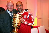 FUSSBALL  DFB POKAL FINALE  SAISON 2013/2014 Borussia Dortmund - FC Bayern Muenchen     17.05.2014 FC Bayern Bankett in der Telekom Zentrale;  Trainer Pep Guardiola (re) umarmt Sportvorstand Matthias Sammer