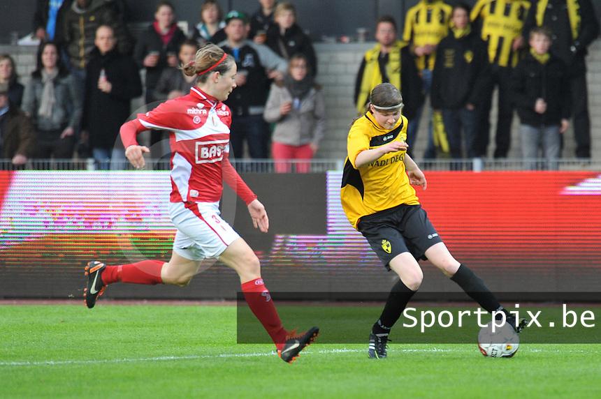 Bekerfinale 2012 : WD Lierse SK - Standard Femina :.Elke Van Gorp aan de bal voor Imke Courtois.foto David Catry / Joke Vuylsteke / Vrouwenteam.be