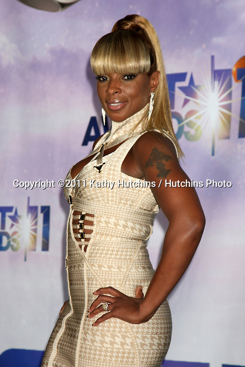 LOS ANGELES - JUN 26:  Mary J Blige in the Press Room at the 11th Annual BET Awards at Shrine Auditorium on June 26, 2004 in Los Angeles, CA