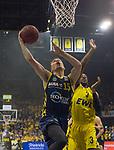 13.01.2019, EWE Arena, Oldenburg, GER, easy Credit-BBL, EWE Baskets Oldenburg vs Alba Berlin, im Bild<br /> und ab zum Korb...<br /> Will CUMMINGS (EWE Baskets Oldenburg #3 )<br /> Martin HERMANNSSON ( Alba Berlin #15 )<br /> Foto © nordphoto / Rojahn