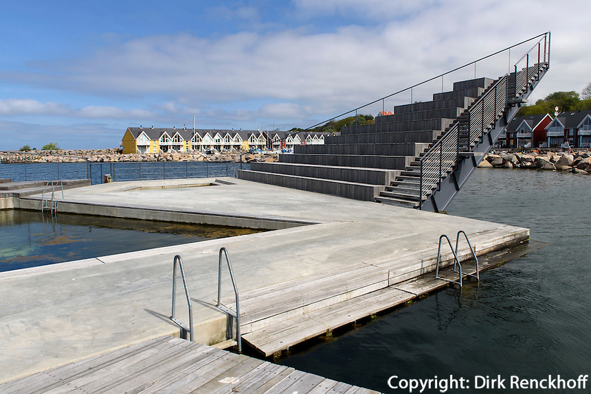 Schwimmbad im Hafen von Hasle auf der Insel Bornholm, D&auml;nemark, Europa<br /> swimmingpool in the port of Hasle, Isle of Bornholm Denmark
