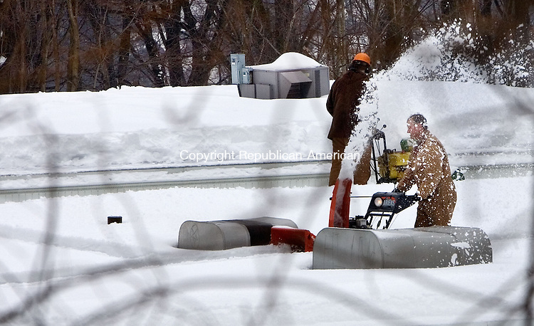NAUGATUCK, CT. 05 February 2011-020511SV02--A crew from R.R. Smith Construction of Woodbury clears snow from the roof of Western School in Naugatuck Saturday.<br /> Steven Valenti Republican-American