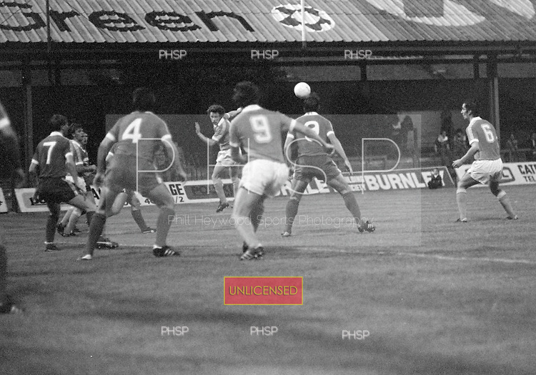 03/09/1980 Blackpool v Everton  League Cup 2nd Round 2nd Leg .Ricky Sbragia watches on as Colin Morris heads across the box....© Phill Heywood.