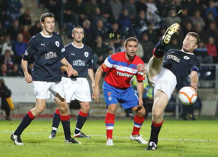 Darren Dods sclaffs a shot as David Healy looks on