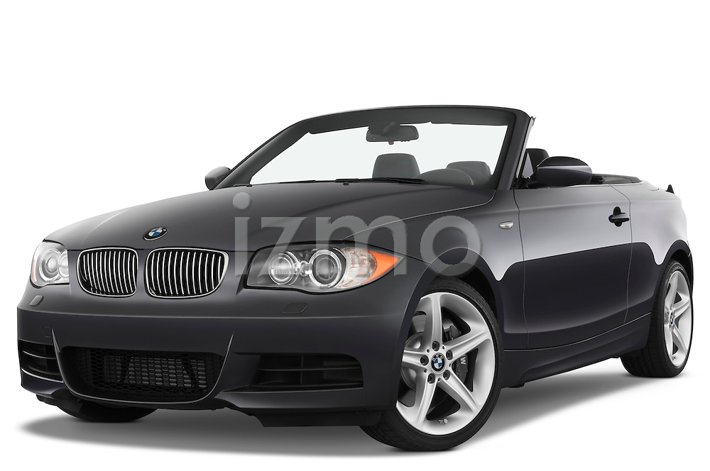 Low aggressive front three quarter view of a 2007 - 2011 BMW 1-Series 135i convertible.