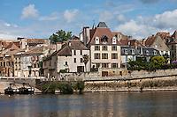 Europe/France/Aquitaine/24/Dordogne/Bergerac: Quais et rives de la Dordogne - La vieille ville vue sur  les bords de la dordogne