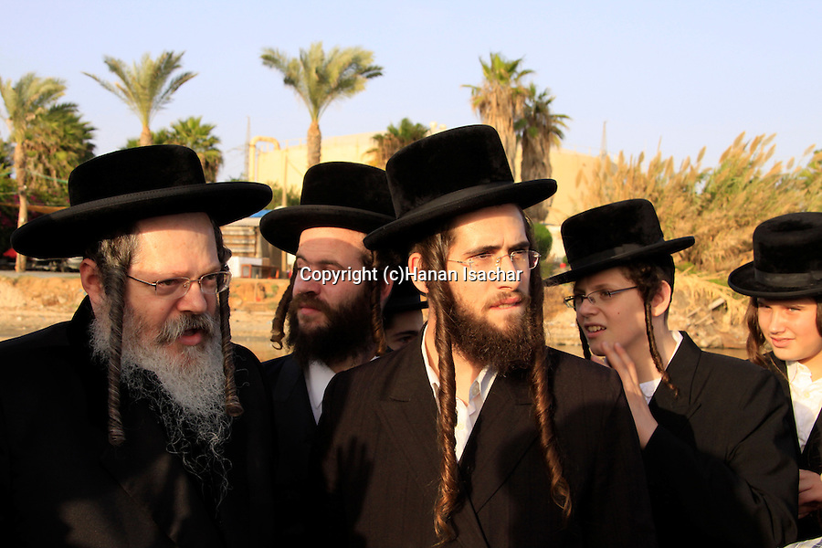Israel, Tel Aviv, Tashlich prayer of the Premishlan congregation by the Yarkon River, the Rebbe