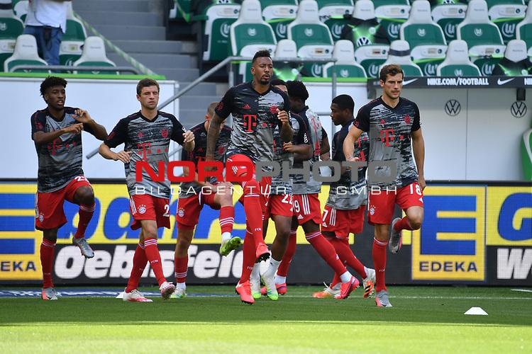 v.l. David ALABA (M), Thomas MUELLER (MŸller, M), Jerome BOATENG (M), Leon GORETZKA (M), warm up, <br /><br />Sport: Fussball: 1. Bundesliga: Saison 19/20: 34.Spieltag, <br />VFL WOLFSBURG - FC BAYERN MUENCHEN <br />am 27.06.2020 in der Volkswagen Arena Wolfsburg, <br /><br />Nur fuer journalistische Zwecke! <br />Only for editorial use!<br />Gemaess den Vorgaben der DFL Deutsche Fussball Liga ist es untersagt, in dem Stadion und/oder vom Spiel angefertigte Fotoaufnahmen in Form von Sequenzbildern und/oder videoaehnlichen Fotostrecken zu verwerten bzw. verwerten zu lassen. <br />DFL regulations prohibit any use of photographs as image sequences and/or quasi-video.<br />National and International News Agencies OUT<br />NO RESALE!
