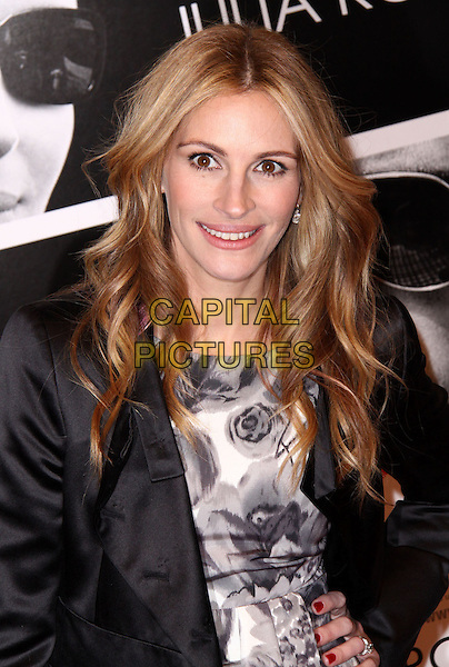 """JULIA ROBERTS .""""Duplicity"""" New York Premiere held at the Ziegfeld Theatre, New York, NY, USA, 16th March 2009..half length hand on hip red nails nail varnish black jacket wavy hair grey gray and white print floral rose .CAP/ADM/PZ.©Paul Zimmerman/Admedia/Capital Pictures"""
