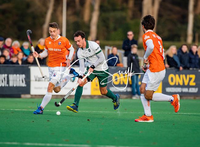 BLOEMENDAAL - Diede van Puffelen (Rdam) met Yannick van der Drift (Bldaal)  tijdens  hoofdklasse competitiewedstrijd  heren , Bloemendaal-Rotterdam (1-1) .COPYRIGHT KOEN SUYK