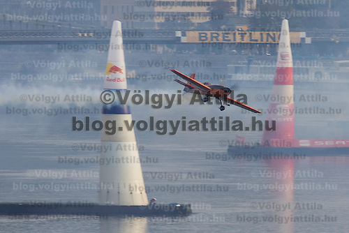 0708193865a Red Bull Air Race international air show qualifying runs over the river Danube, Budapest preceding the anniversary of Hungarian state foundation. Hungary. Sunday, 19. August 2007. ATTILA VOLGYI