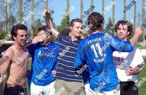2007-04-15 / Hooikt - Booischot: vreugde bij de spelers van Hooikt