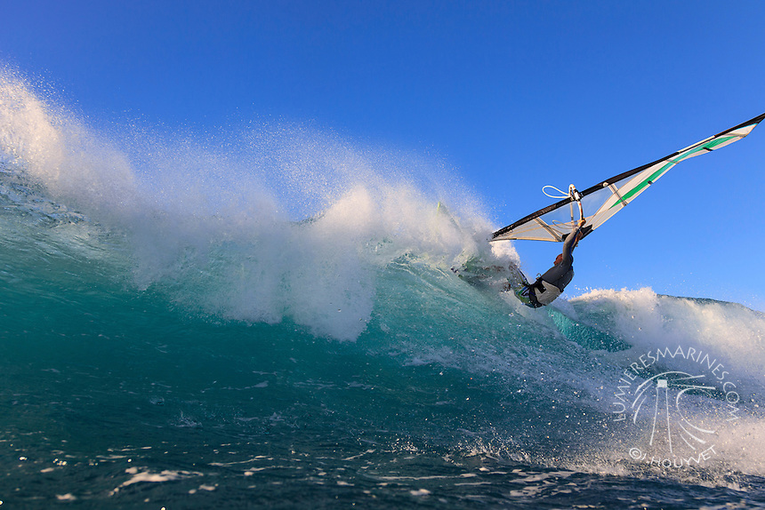 Keith Teboul (USA) windsurfing in Ho'okipa Beach Park (Maui, Hawaii, USA)