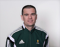 FUSSBALL Fototermin FIFA WM Schiedsrichterassistenten 09.04.2014 Sander VAN ROEKEL (Holland)