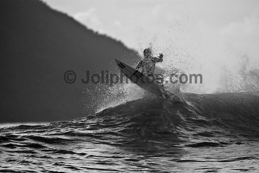 MARK OCCHILUPO (AUS) surfing Teahupoo, Tahiti, (Friday May 15 2009.) Photo: joliphotos.com