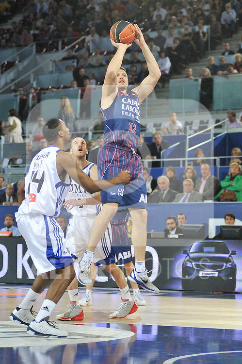 Caja Laboral¥s Mirza Teletovic rises up for a two points shot. ACB League, 23 April 2011...Photo: MARCOS / ALFAQUI