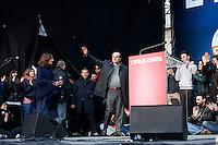 Milano: manifestazione del Partito Democratico per sostenere la candidatura di Umberto Ambrosoli a presidente della Regione Lombardia e Pier Luigi Bersani a Presidente del Consiglio..Nella foto Bersani sale sul palco