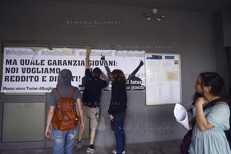 Ufficio Di Collocamento Roma : Lavoro in fila per il posto di lavoro simona granati