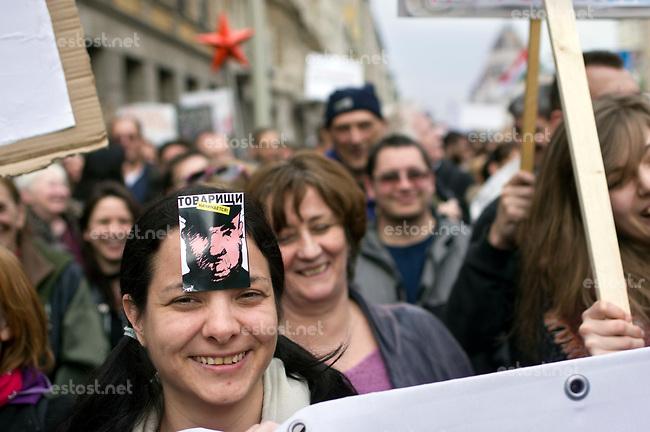 UNGARN, 22.04.2017, Budapest - VII. Bezirk. Die Spasspartei MKKP, &quot;Partei der doppelschwaenzigen Hunde&quot;, ruft zum Satire-Protest gegen die von der Fidesz-Regierung betriebene Putinisierung Ungarns. Es wird eine unerwartete Grossdemonstration mit tausenden Teilnehmern. -&quot;Genossen, es geht los!&quot; | The MKKP funparty &quot;Two-tailed dog party&quot; calls for satiric protest against the Fidesz government's putinization of Hungary. The event turns into a large demonstration with thousands of participants. -&quot;Comrades, it starts again!&quot;<br /> &copy; Martin Fejer/EST&amp;OST