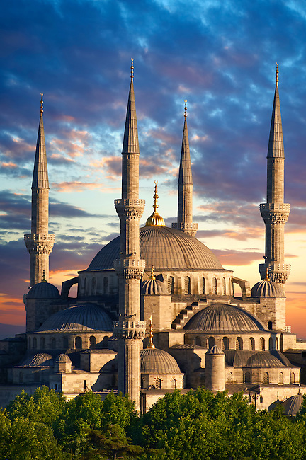 Sunset over the Sultan Ahmed Mosque (Sultanahmet Camii) or Blue Mosque, Istanbul, Turkey. Built from 1609 to 1616 during the rule of Ahmed I.
