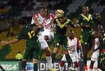 Santa Fe logró un valioso triunfo en el Centenario de Armenia 2-0 contra el Quindío con goles de Jefferson Cuero y de Yovany Arrechea para llegar momentáneamente al segundo puesto de la tabla del clausura 2013.