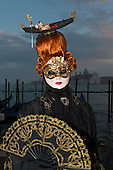 Venice, Italy, 8 February 2015. Woman with a large wig and a gondola on her head. People wear traditional masks and costumes to celebrate the 2015 Carnival in Venice. carnivalpix/Alamy Live News