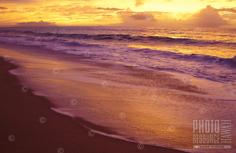 Sunset at Polihale beach on Kauai's west end
