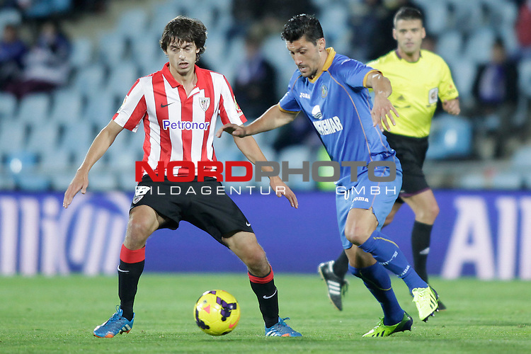Getafe¬¥s Ciprian Marica (R) and Athletic de Bilbao¬¥s Iturraspe during La Liga 2013-14 match at Getafe¬¥s stadium in Getafe, Spain. October 28, 2013. Foto © nph / Victor Blanco)