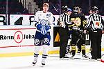 Stockholm 2015-09-30 Ishockey Hockeyallsvenskan AIK - Leksands IF :  <br /> Leksands Lars Bryggman ser nedst&auml;md ut efter ett br&aring;k med AIK:s Carl &Aring;sell under matchen mellan AIK och Leksands IF <br /> (Foto: Kenta J&ouml;nsson) Nyckelord:  AIK Gnaget Hockeyallsvenskan Allsvenskan Hovet Johanneshov Isstadion Leksand LIF depp besviken besvikelse sorg ledsen deppig nedst&auml;md uppgiven sad disappointment disappointed dejected